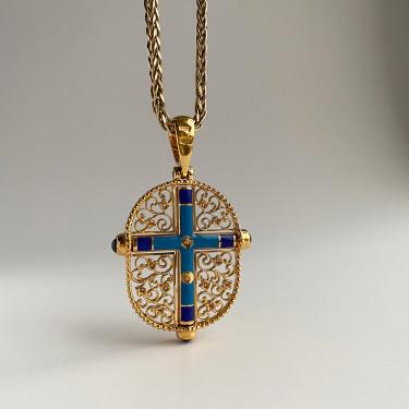 Нательный крест с камнями и эмалью «КЭ104» серебро/золочение